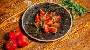Салат из сладких помидор
